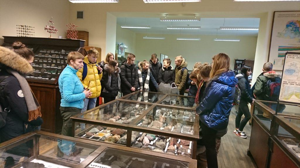 Geografijos pamoka meteorologijos stotyje ir geologijos muziejuje